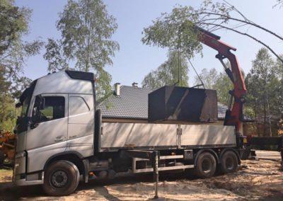wyładunek szamba z ciężarówki