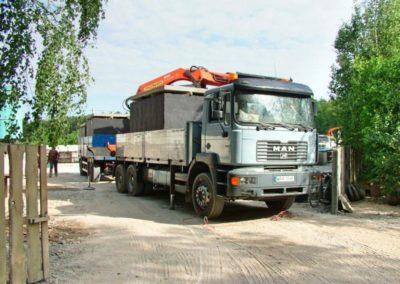 ciężarówki załadowane szambami